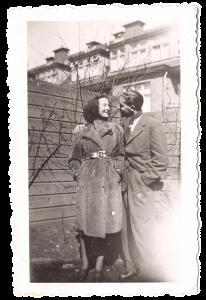 Ellis en Bernie voorjaar 1942 in de achtertuin van Ellis' huis