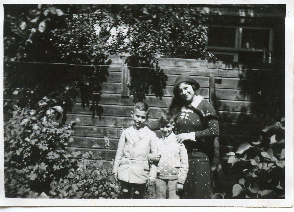 Bernie, Eddy en de moeder van Bernie (vlnr)