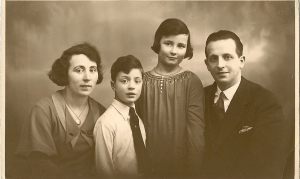 moeder, Bob, Ellis, vader (vlnr)